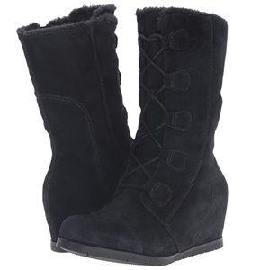 Baretraps sz 8.5 Brinda black suede wedge boots